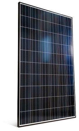 Kuva aurinkopaneelista valkoista taustaa vasten.